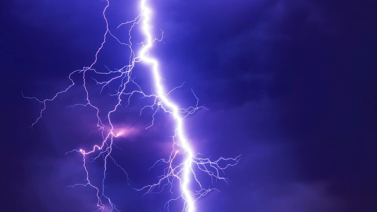 lightning to symbolize electricity for mouse trap